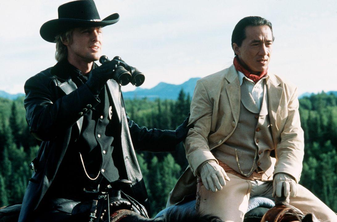 """""""East meets West"""": Ohne Kenntnis von Sprache und Gepflogenheiten seiner Umgebung stolpert Chong Wang (Jackie Chan, r.) planlos zur Rettung der Prinz... - Bildquelle: SPYGLASS ENTERTAINMENT GROUP, LP"""