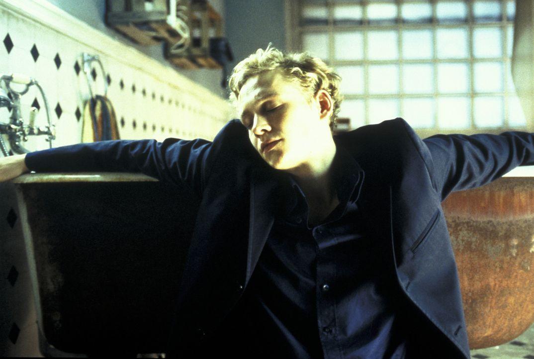 Nach der Trennung lässt sich Ben (Matthias Schweighöfer) hängen und bekommt prompt Ärger mit seinem Chef in der Musikredaktion. Da wird ihm klar... - Bildquelle: Concorde Filmverleih GmbH