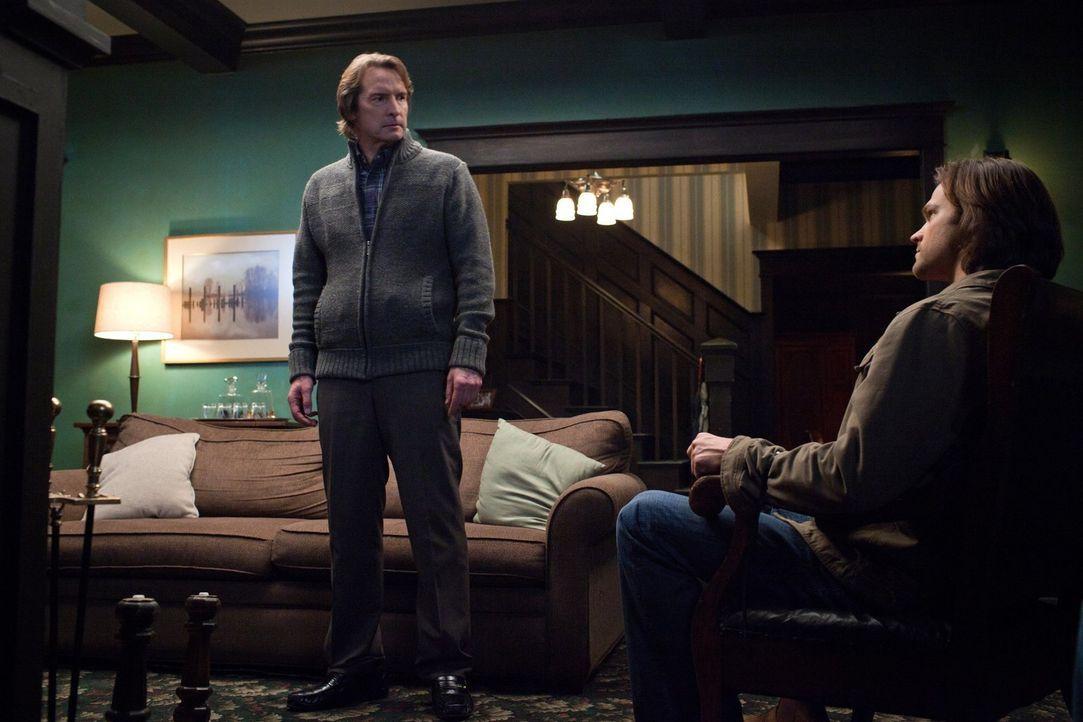 Als Sam (Jared Padalecki, r.) den wahren Gründen für Victors (Adrian Hough, l.) Gutmütigkeit auf die Spur kommt, sitzt er bereits in der Falle ... - Bildquelle: Warner Bros. Television
