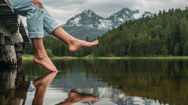 Bye Bye raue Füße! Unsere Pflege-Tipps für eure Fußpflege-Routine erfahrt Ihr...