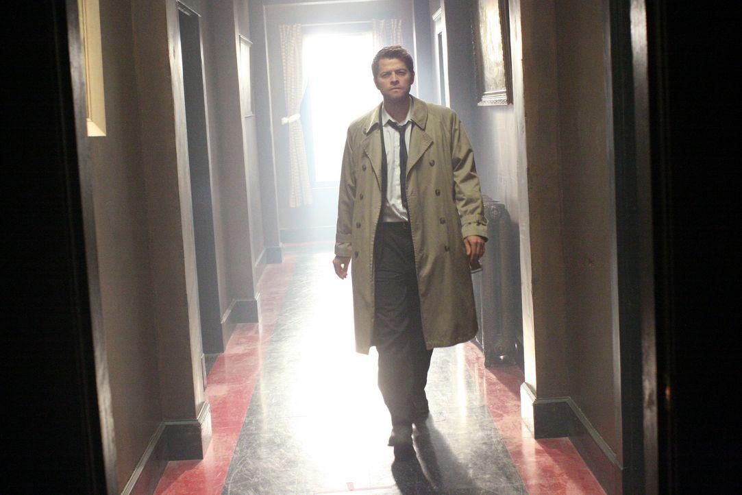 Nimmt es mit Luzifer auf: Castiel (Misha Collins) ... - Bildquelle: Warner Bros.