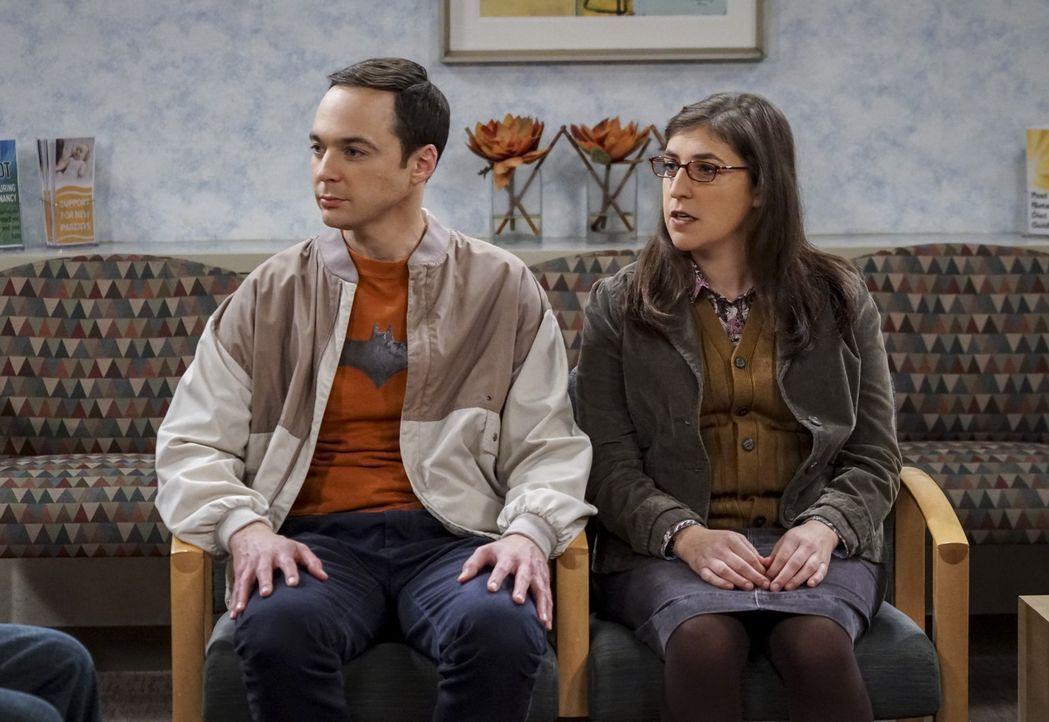 Sind genervt, weil sie durch den Nerd-Nachwuchs zum wiederholten Male ihr Liebesspiel unterbrechen müssen: Amy (Mayim Bialik, r.) und Sheldon (Jim P... - Bildquelle: 2016 Warner Brothers
