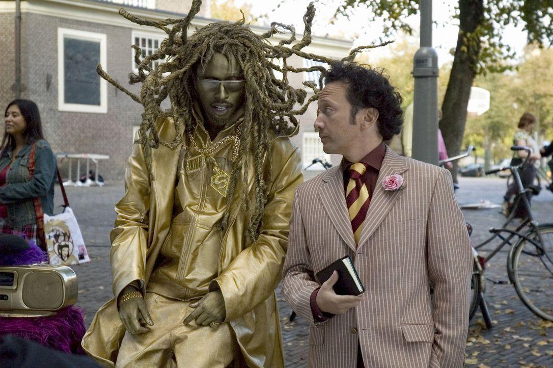Eine gute Tarnung ist alles: Deuce Bigalow (Rob Schneider, r.) und T.J. (Eddie Griffin, l.) ... - Bildquelle: 2005 Columbia Pictures Industries, Inc.  All Rights Reserved.
