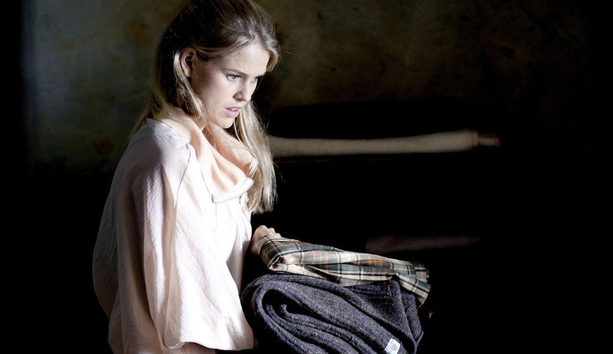 Um den Paparazzi zu entkommen, beschließt der international berühmte Filmstar Lara Tyler (Alice Eve) ihre Hochzeit an einen Ort zu verlegen, wo die... - Bildquelle: Tiberius Film GmbH