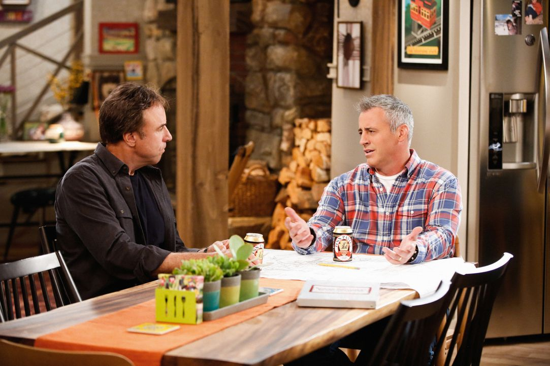 Don Burns (Kevin Nealon, l.); Adam Burns (Matt LeBlanc, r.) - Bildquelle: Monty Brinton 2017 CBS Broadcasting, Inc. All Rights Reserved. / Monty Brinton