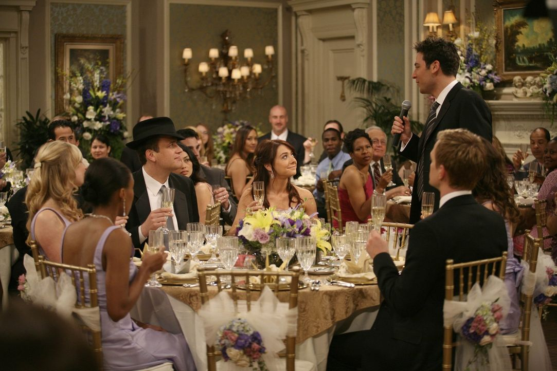 Die Hochzeitsparty ist im vollen Gange und alle amüsieren sich prächtig: Ted (Josh Radnor, 3.v.r.), Marshall (Jason Segel, 3.v.l.), Barney (Neil P... - Bildquelle: 20th Century Fox International Television