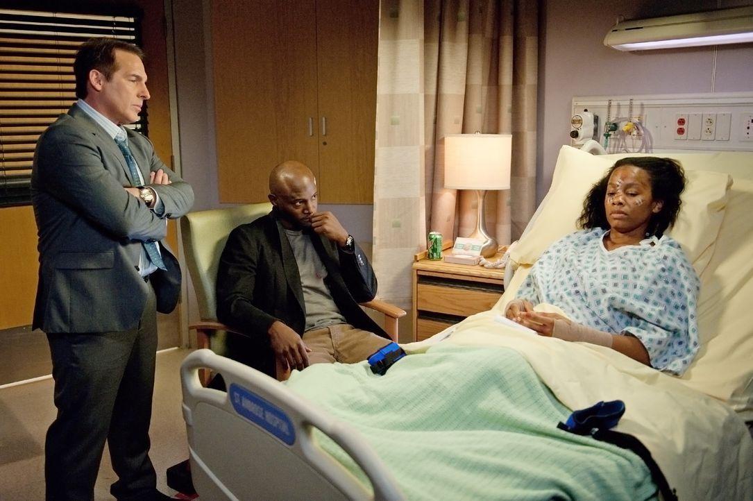Während Jake seine Tochter am College besucht, versuchen Sam (Taye Diggs, M.) und Sheldon (Brian Benben, l.) Corinne (Anika Noni Rose, r.) zu helfe... - Bildquelle: ABC Studios