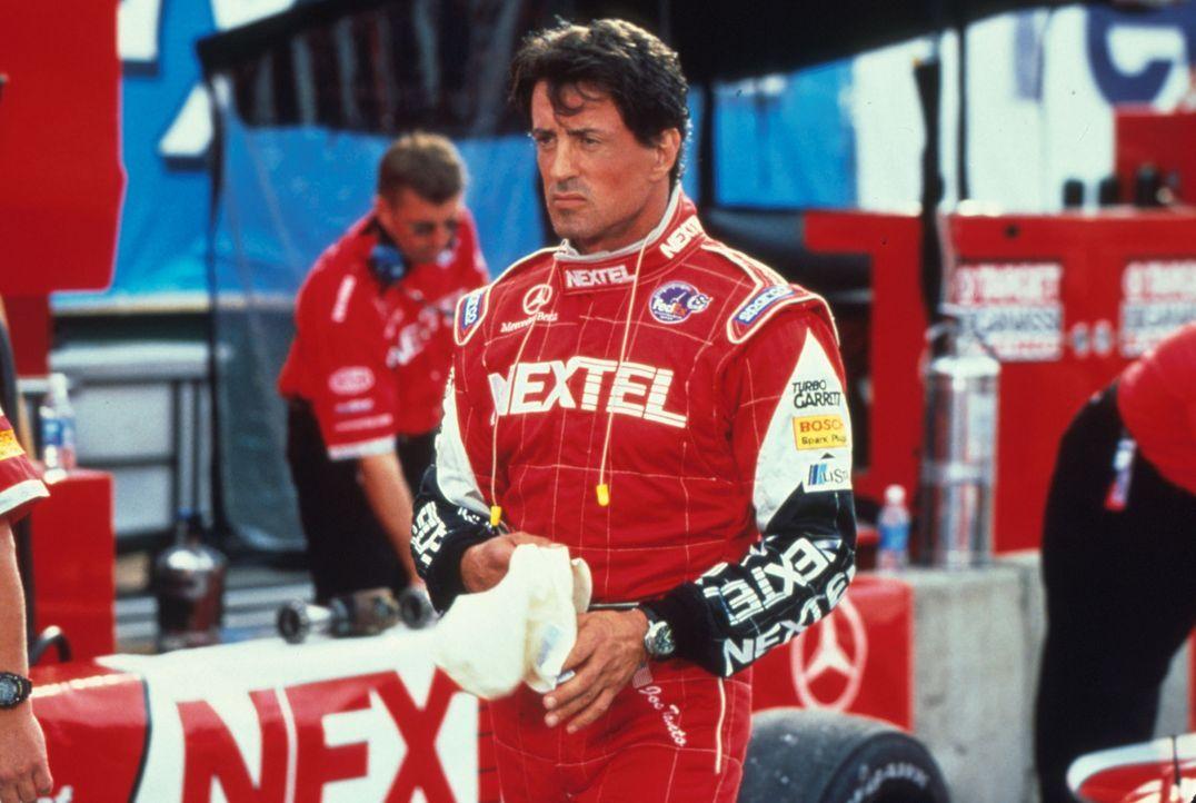 Eigentlich soll Ex-Champion Joe Tanto (Sylvester Stallone) den unsteten Nachwuchsfahrer Jimmy auf Erfolgskurs bringen, kämpft aber selbst gegen die... - Bildquelle: Warner Bros.