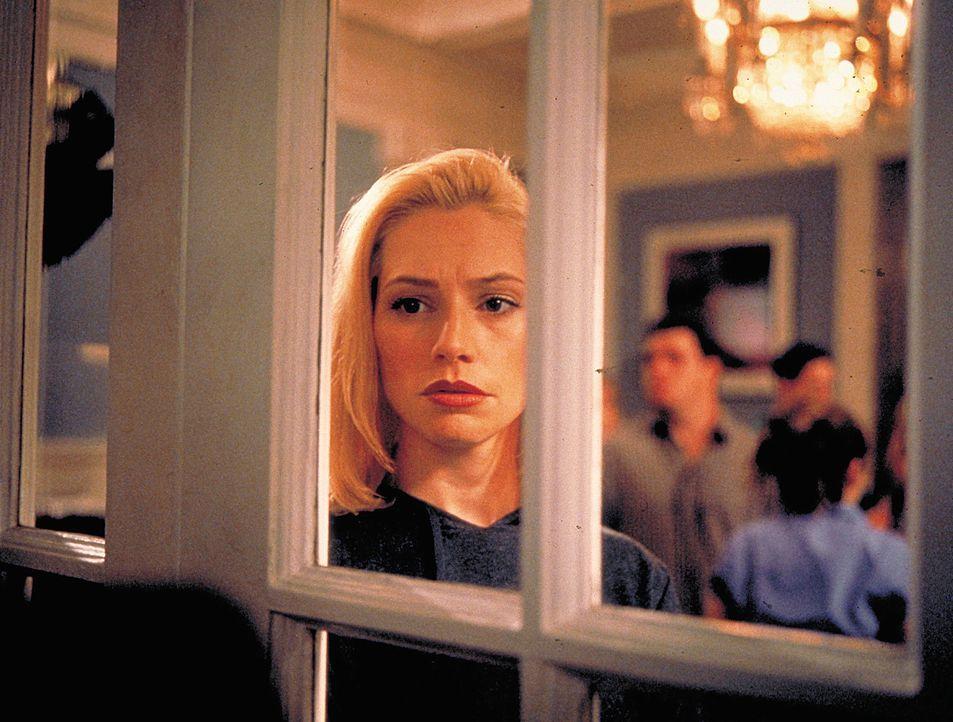 Thrill und Drugs sind bei Hadley (Meredith Monroe) und ihren reichen Freunden täglich angesagt. Da fällt bei einer ihrer Partys eine bisher unauff... - Bildquelle: 2003 Sony Pictures Television International. All Rights Reserved.