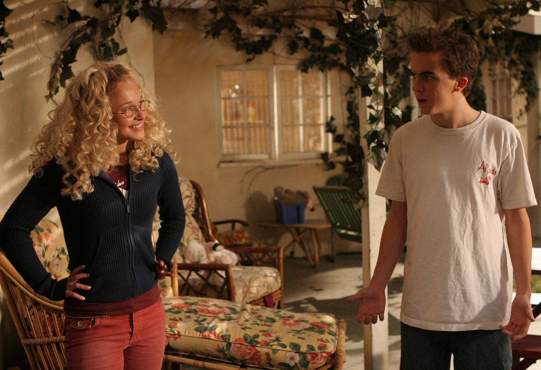 Jessica (Hayden Panettiere, l.) hat einen guten Tipp für Malcolm (Frankie Muniz, r.) ... - Bildquelle: TM +   2000 Twentieth Century Fox Film Corporation. All Rights Reserved.