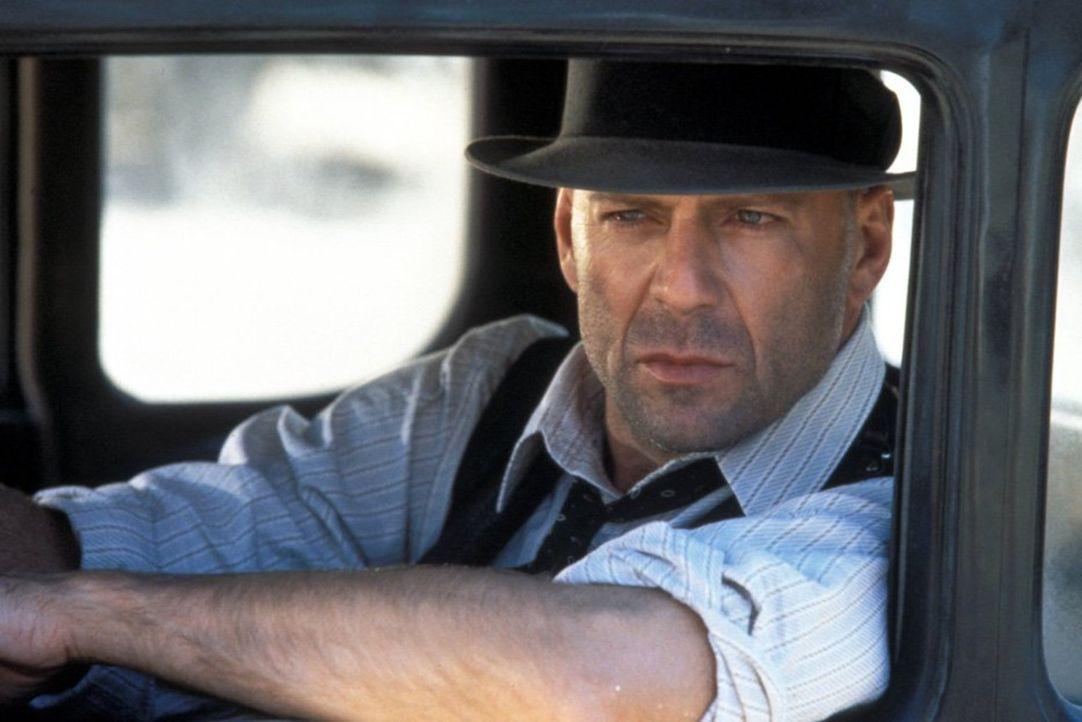 Als der wortkarge Einzelgänger John Smith (Bruce Willis) durch das kleine Städtchen Jericho in Texas kommt, gerät er mitten in einen Bandenkrieg sic... - Bildquelle: New Line Productions, Inc.