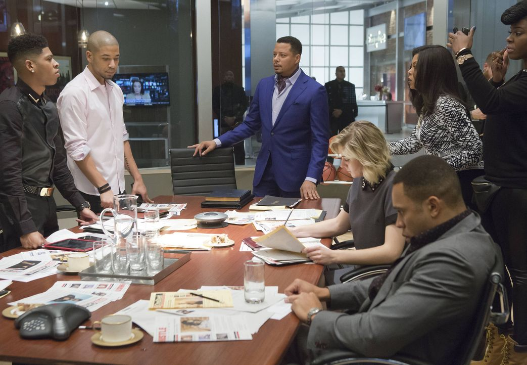 Krisensitzung bei Empire. Hakeem (Bryshere Y. Gray, l.), Jamal (Jussie Smollett, 2.v.l.), Lucious (Terrence Howard, M.) und Cookie (Taraji P. Henson... - Bildquelle: 2015 Fox and its related entities.  All rights reserved.