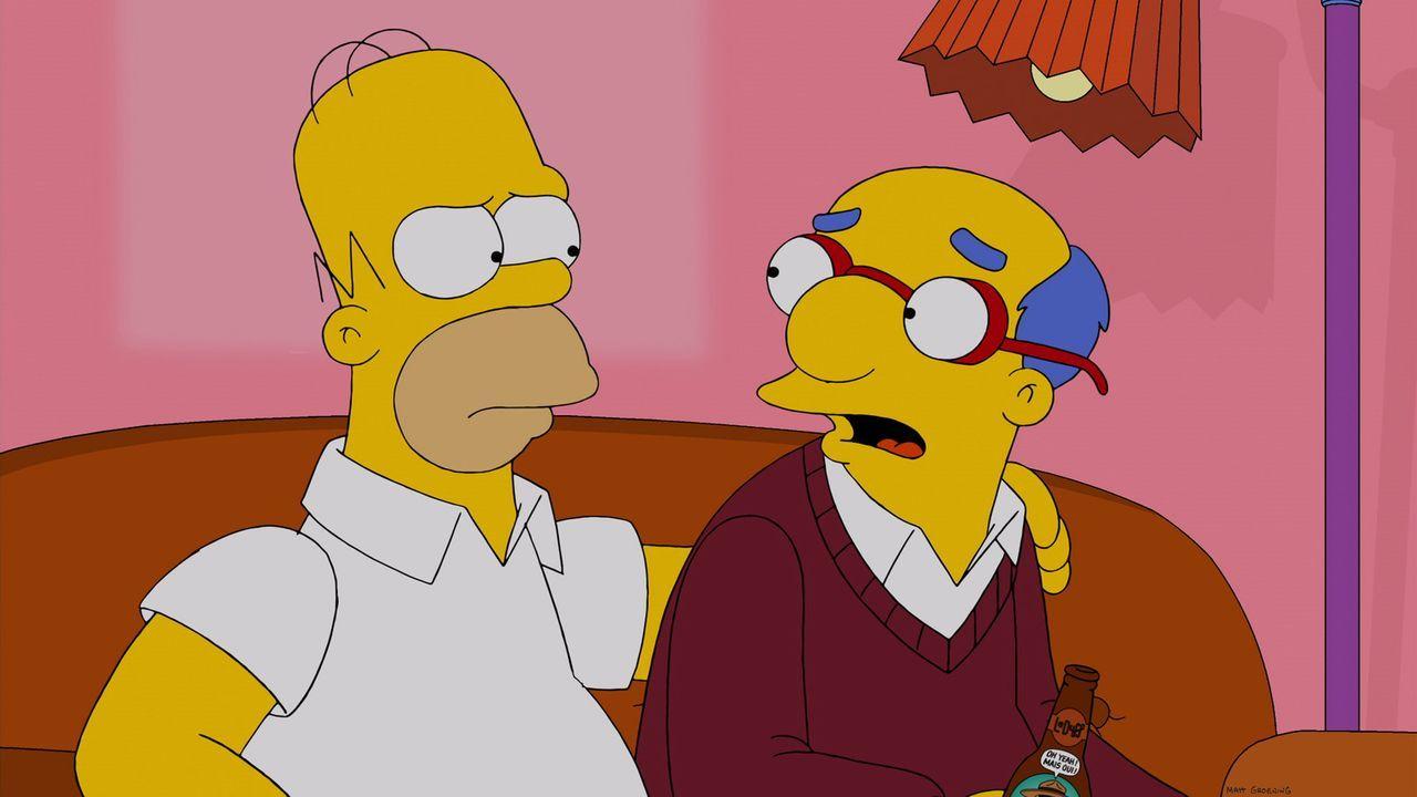 Nachdem Lisas Meerschweinchen das schöne Gemälde über dem Wohnzimmersofa der Simpsons zerstört hat, besorgt Homer (l.) Ersatz bei einem Garagenverka... - Bildquelle: 2013 Twentieth Century Fox Film Corporation. All rights reserved.