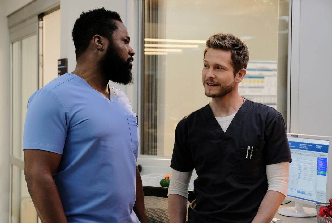 Dr. AJ Aust (Malcom-Jamal Warner, l.); Dr. Conrad Hawkins (Matt Czuchry, r.) - Bildquelle: 2018-2019 Twentieth Century Fox Film Corporation.  All rights reserved.