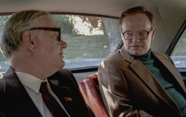 Charkov (Alan Williams, l.); Waleri Legassow (Jared Harris, r.) - Bildquelle: Liam Daniel Sky UK Ltd/HBO / Liam Daniel