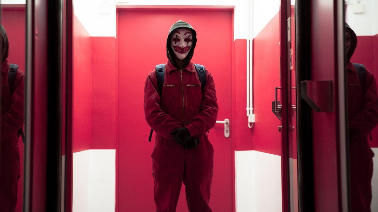 In den Tiefen des Internets kann der Hacker sein, was und wer er will und niemand weiß, wer sich wirklich hinter seinem Pseudonym verbirgt ... - Bildquelle: Jan Rasmus Voss Wiedemann & Berg Film