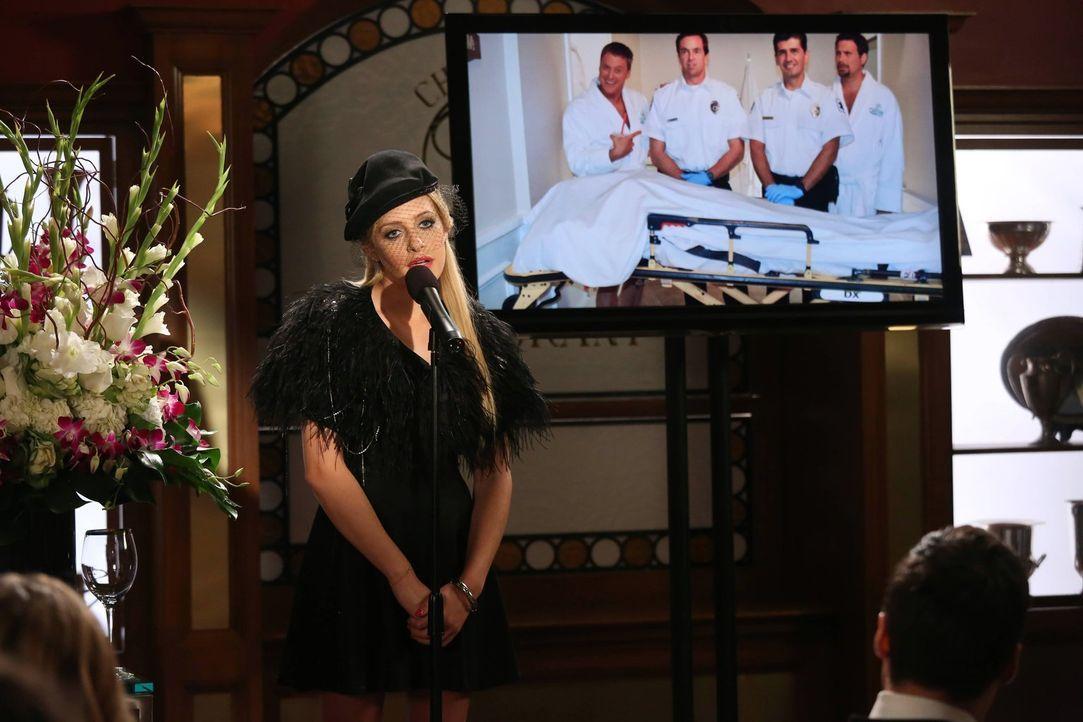 Nimmt auf eine ganz besondere Weise Abschied von Maty: Dalia (Carly Chaikin) ... - Bildquelle: Warner Brothers
