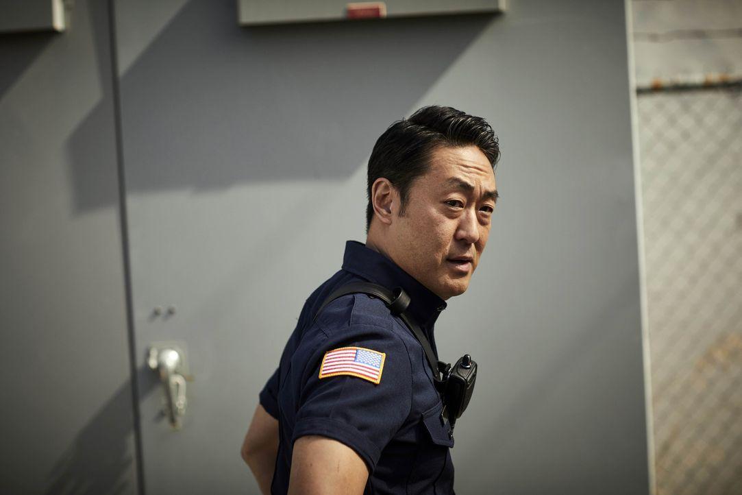 """(1. Staffel) - Als Feuerwehrmann gibt Howie """"Chimney"""" Han (Kenneth Choi) jeden Tag sein Bestes, doch in seinem Privatleben will es einfach nicht run... - Bildquelle: 2018 Fox and its related entities.  All rights reserved."""