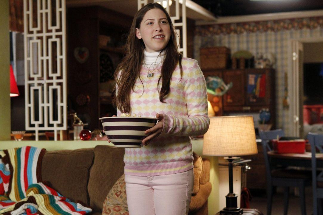 Sie hat eine neue Freundin, die sich aber sehr bald als falsche Freundin, die sie nur ausnutzen will, herausstellt: Sue (Eden Sher) ... - Bildquelle: Warner Brothers