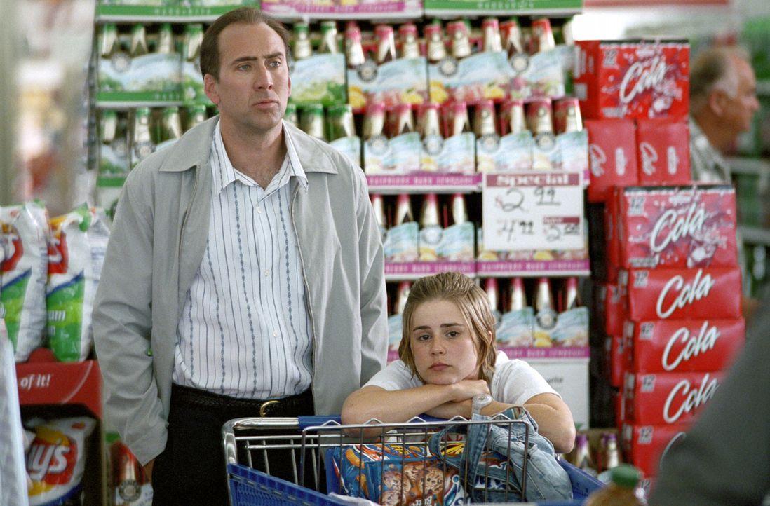 Zunächst bringt Angela (Alison Lohman, r.) den mühsam organisierten Alltag ihres neurotischen Vaters Roy (Nicolas Cage, l.) völlig durcheinander.... - Bildquelle: Warner Bros. Pictures