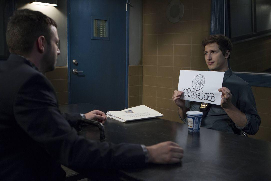 Jake Peralta (Andy Samberg) - Bildquelle: John Fleenor 2014 UNIVERSAL TELEVISION LLC. All rights reserved / John Fleenor