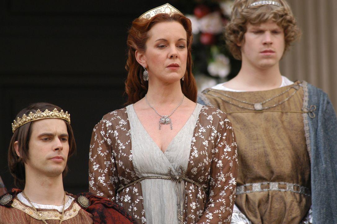 Königliche Familie: (v.l.n.r.) Iphikles (Luke Ford), Alkmene (Elizabeth Perkins) und Eurystheus (Kristian Schmid) ... - Bildquelle: Ken George Hallmark Entertainment