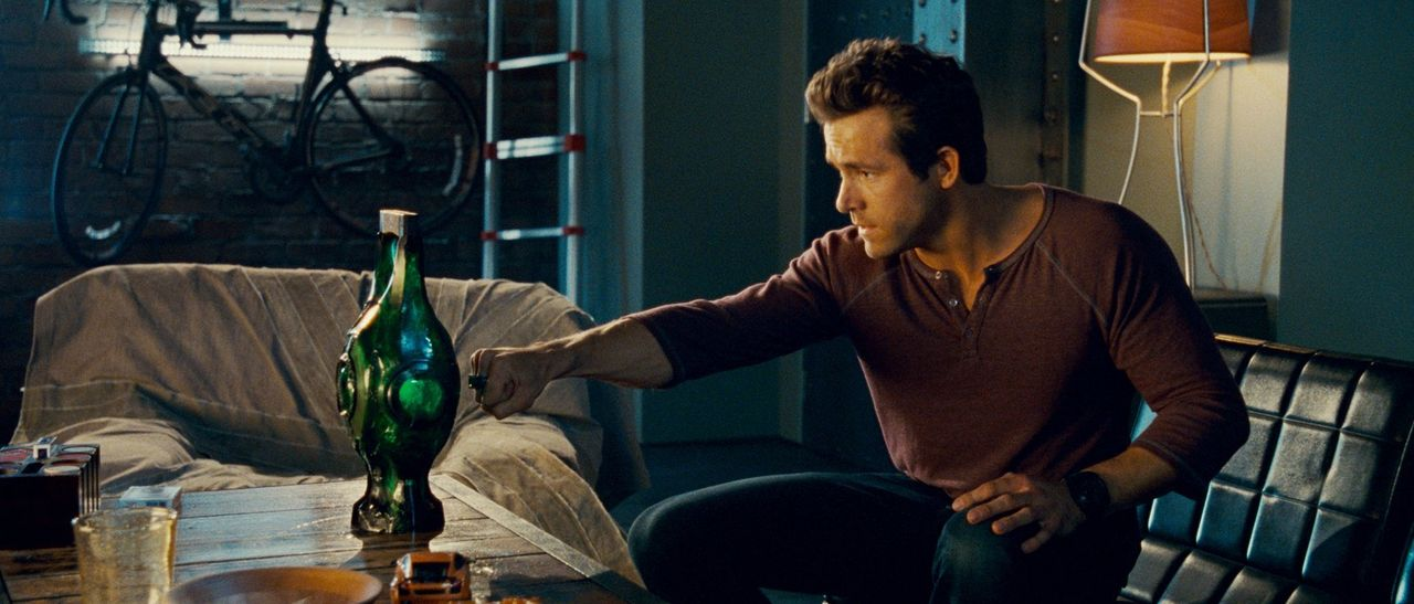 Ausgerechnet den draufgängerischen Hal Jordan (Ryan Reynolds) sucht sich die mächtige grüne Kraft des Willens als Nachfolger für einen sterbenden Wä... - Bildquelle: Warner Bros.