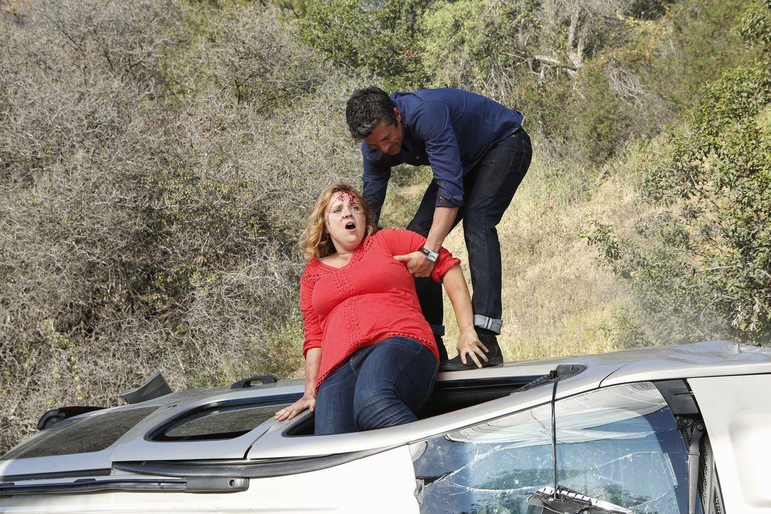 Derek (Patrick Dempsey, r.) versucht, Sarah (Che Landon, l.) und ihre Tochter zu retten. Doch wird es ihm gelingen? - Bildquelle: ABC Studios