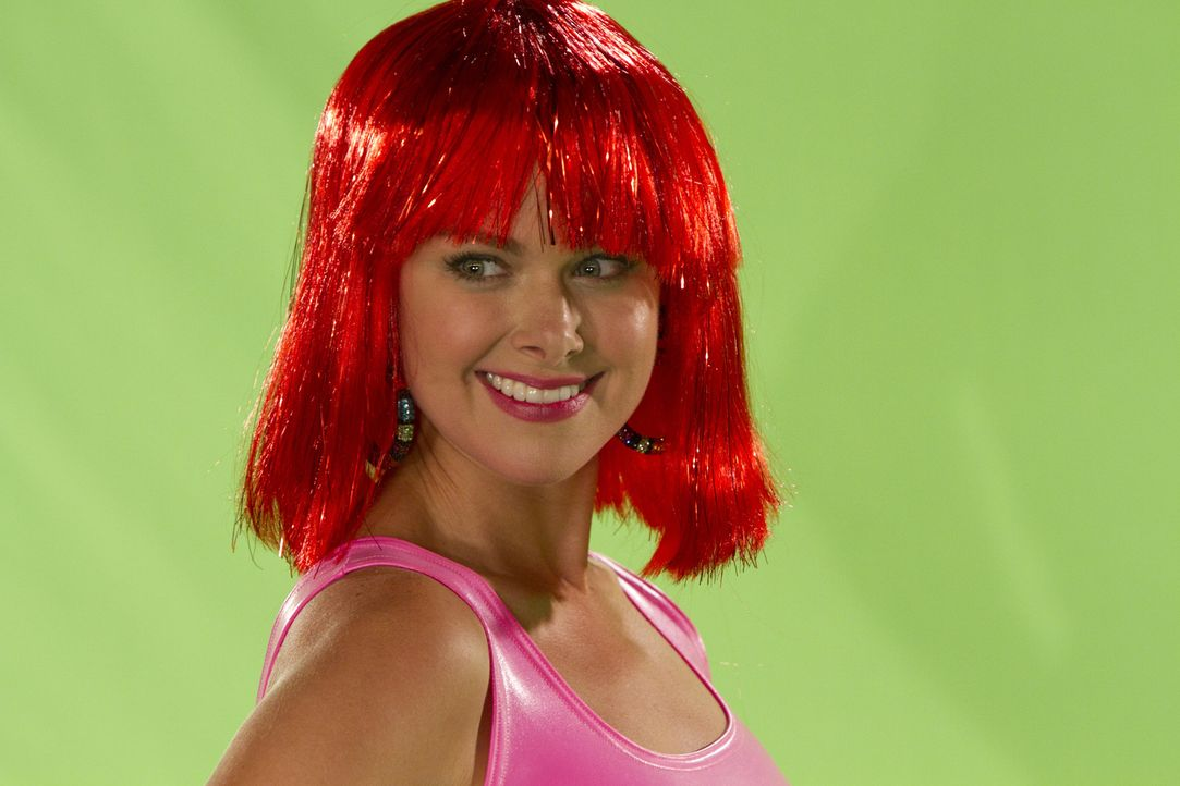 Zum Leidwesen von Robin, ergattert Becky (Laura Bell Bundy) neben dem Job als Moderatorin auch noch Werbedeals ... - Bildquelle: 20th Century Fox International Television