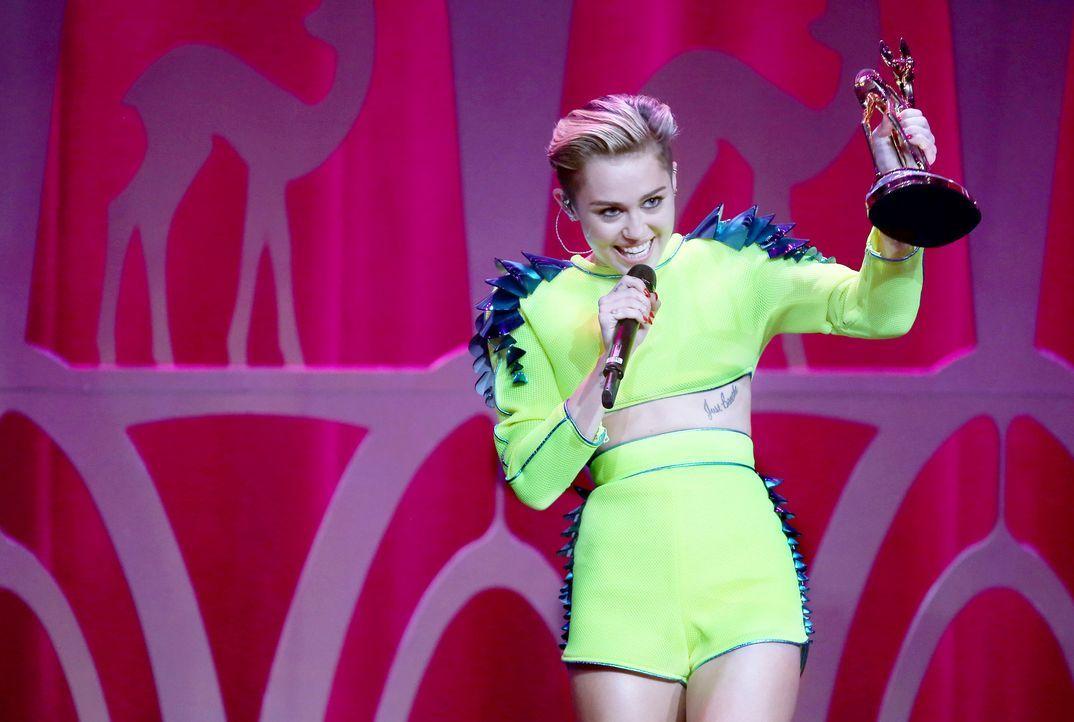 Bambi-Miley-Cyrus-13-11-14-dpa - Bildquelle: dpa