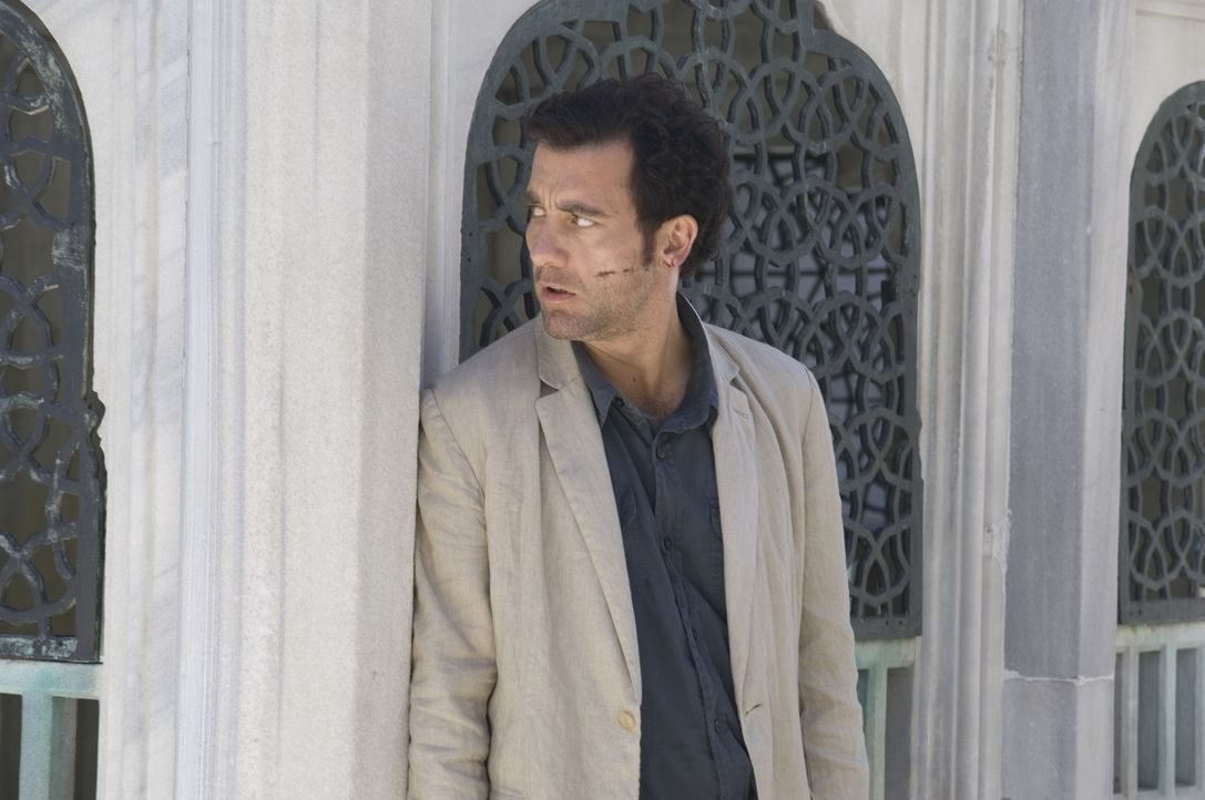 Als Interpol-Agent Louis Salinger (Clive Owen) klar wird, dass die mächtige Bank ihre Gegner rücksichtslos aus dem Weg räumt, ändert er seine St... - Bildquelle: 2009 Columbia Pictures Industries, Inc. and Beverly Blvd LLC. All Rights Reserved.