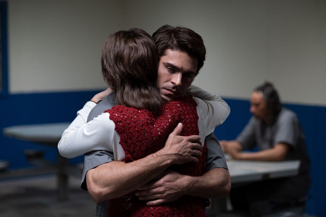 Carole Anne Boone (Kaya Scodelario, l.); Ted Bundy (Zac Efron, r.) - Bildquelle: 2019 Constantin Film Verleih GmbH