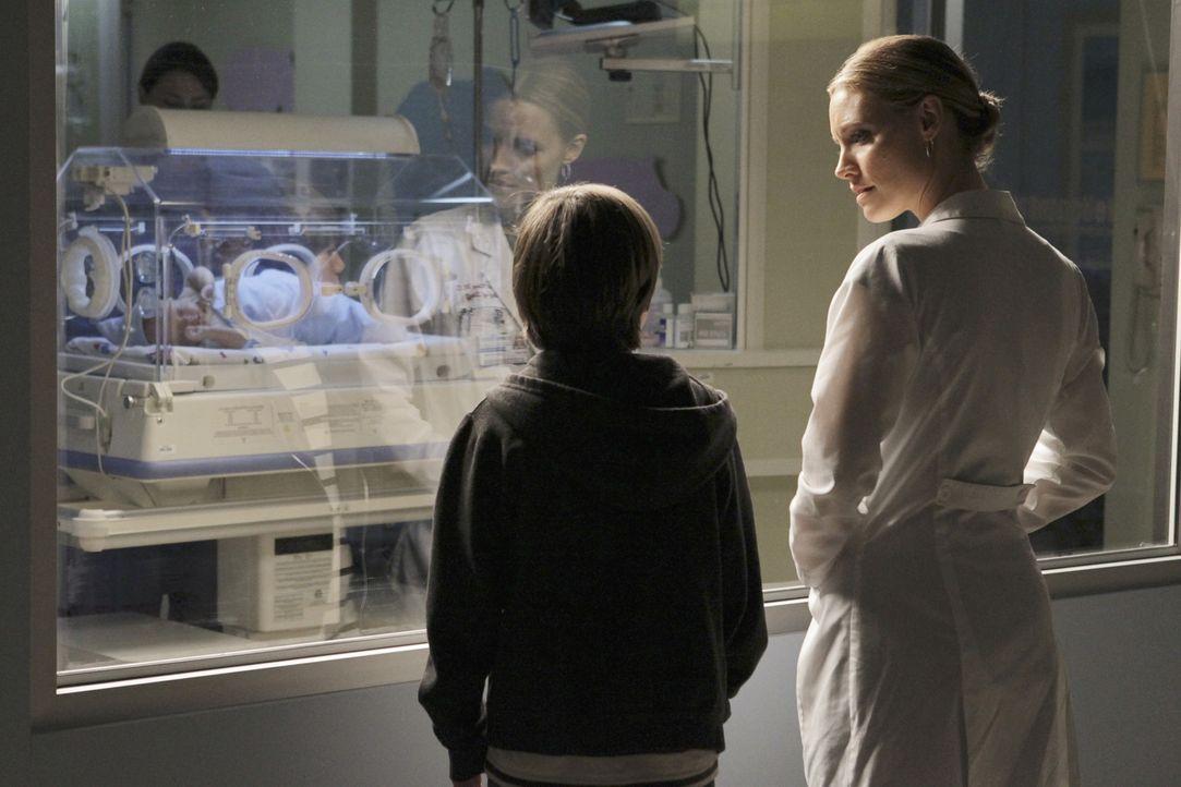 Nach alldem was geschehen ist, finden Mason (Griffin Gluck, l.) und Charlotte (KaDee Strickland, r.)  wieder etwas zueinander ... - Bildquelle: ABC Studios