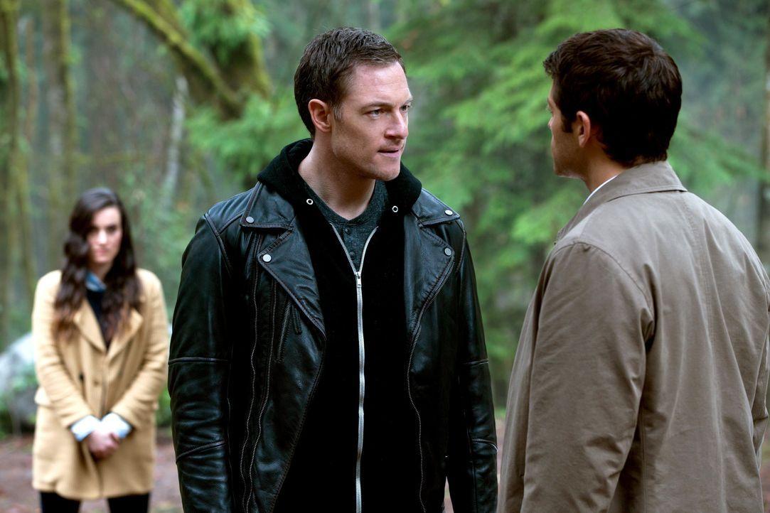 Gelingt es Castiel (Misha Collins, r.) tatsächlich, Gadreel (Tahmoh Penikett, l.) auf seine Seite zu ziehen? - Bildquelle: 2013 Warner Brothers