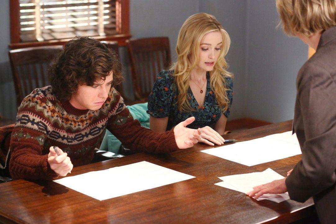 Axl (Charlie McDermott, l.) und April (Greer Grammer, r.) treffen eine weitreichende Entscheidung. Unterdessen ist Mike überfordert, als er von Bill... - Bildquelle: Warner Bros.