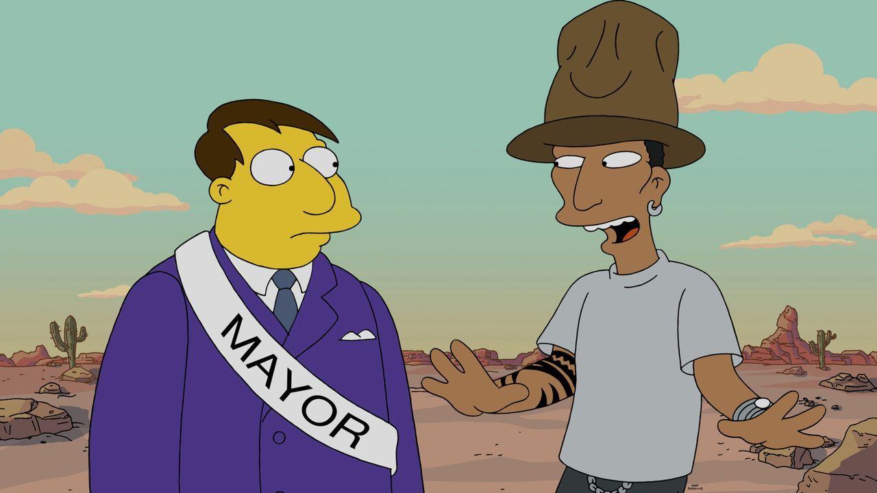 Was passiert nur mir Springfield? Bürgermeister Quimby (l.) ist ratlos: Nicht mal Pharrell Williams (r.) kann ihm helfen, ein Lied für die Stadt zu... - Bildquelle: 2014 Twentieth Century Fox Film Corporation. All rights reserved.