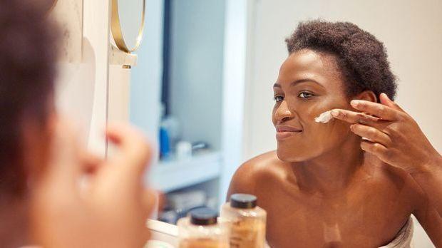 Azelainsäure sollte als Creme in kleinen Mengen auf das Gesicht aufgetragen w...