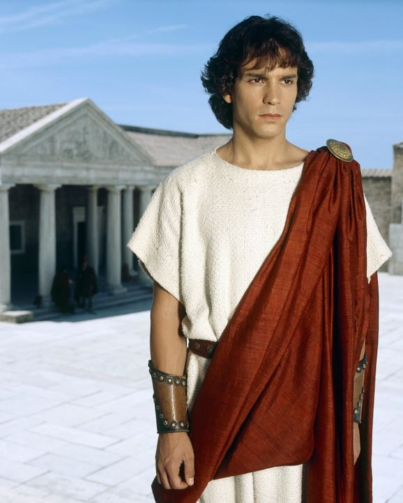 Flüchtet aus Rom: Caesars Großneffe Octavius (Santiago Cabrera) ... - Bildquelle: Hallmark Entertainment