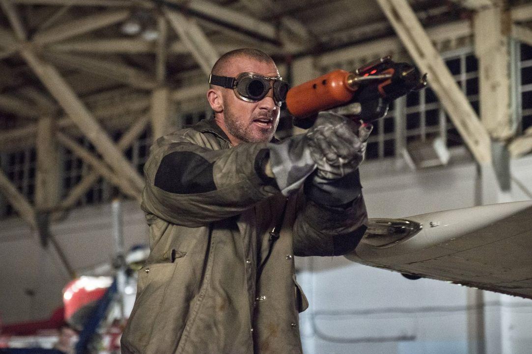 """Steht Leonard Snart alias Captain Cold zur Seite, beim Versuch Barry alias """"The Flash"""" zu beseitigen: Mick Rory alias Heat Wave (Dominic Purcell) ... - Bildquelle: Warner Brothers."""