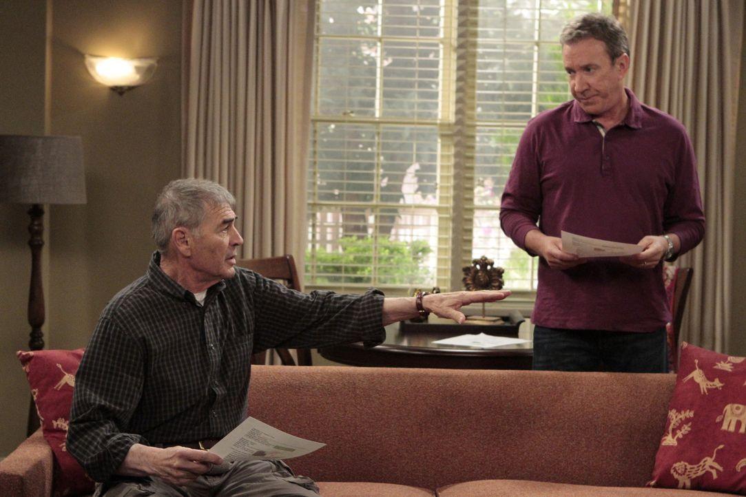 Mikes Vater Bud (Robert Forster, l.) zieht in ein Appartement in der Nähe, so lange die neue Filiale von Outdoor Man gebaut wird. Seine neue Liebe S... - Bildquelle: 2011 Twentieth Century Fox Film Corporation