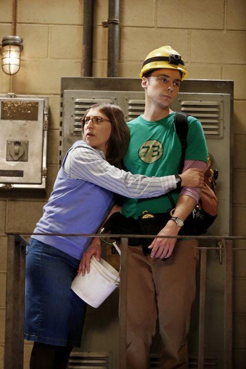 Amy (Mayim Bialik, l.) ist stolz auf Sheldon (Jim Parsons, r.), der an einem Forschungsprojekt zu Dunkler Materie teilnehmen möchte ... - Bildquelle: Warner Brothers