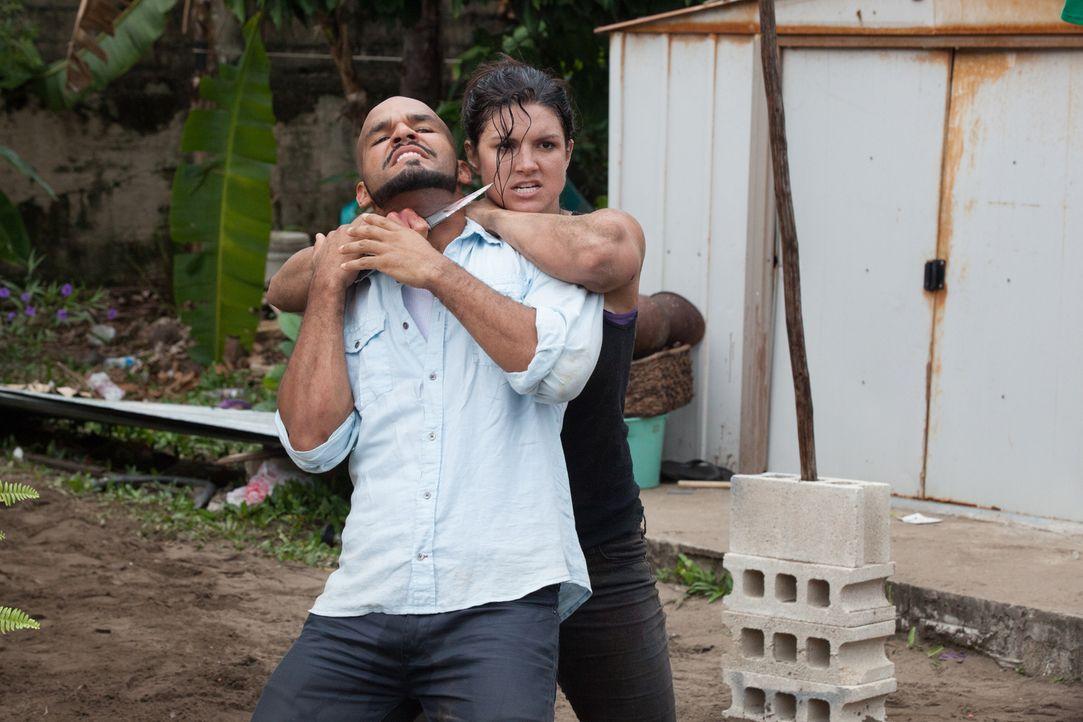 Führen einen mörderischen Zweikampf, den nur einer überleben kann: Ava (Gina Carano, hinten) und Silvio Lugo (Amaury Nolasco, vorne) ... - Bildquelle: Francisco Roman ITB Productions, Inc.