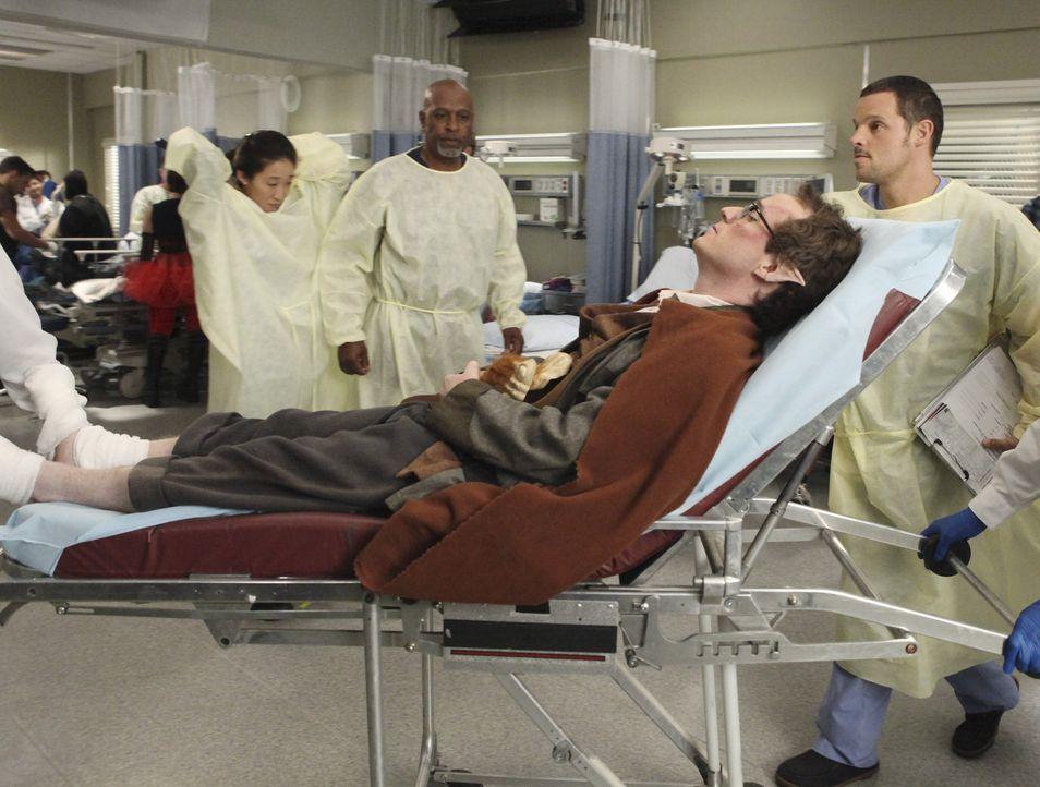 Nachdem bei einer Comicbuch-Convention Massenpanik ausbrach, werden die verletzten Personen ins Seattle Grace eingeliefert. Richard (James Pickens J... - Bildquelle: ABC Studios