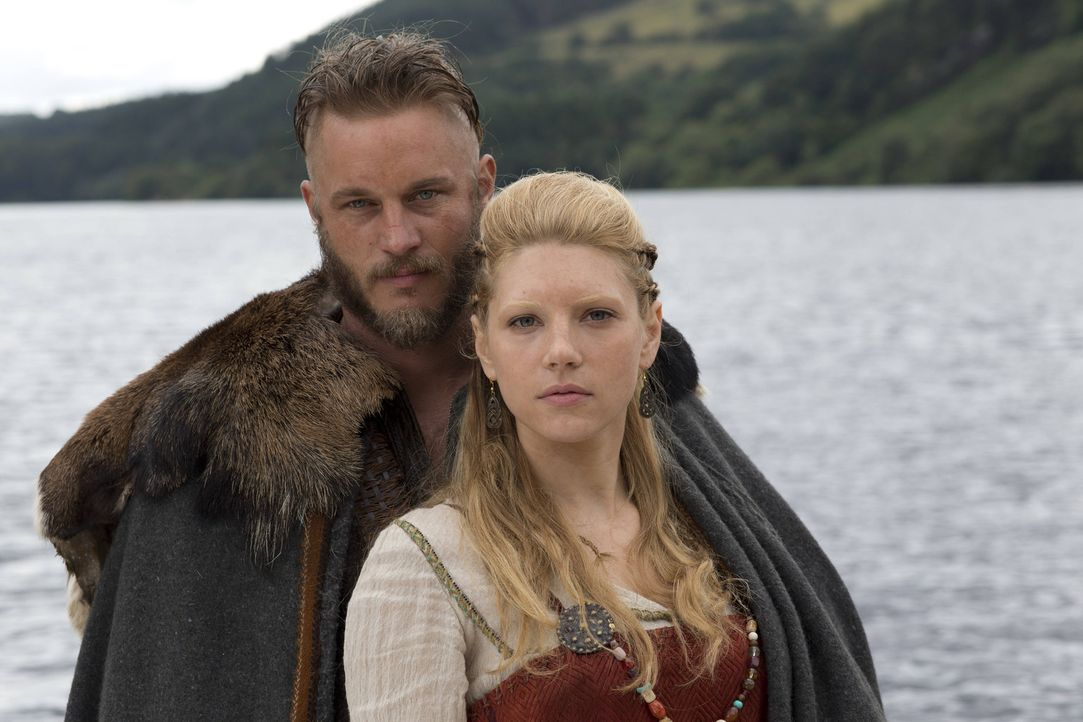 1. Staffel - Bereits seit einigen Jahren sind Ragnar Lothbrok (Travis Fimmel, l.) und seine Ehefrau Lagertha (Katheryn Winnick, r.) sehr unzufrieden... - Bildquelle: Jonathan Hession 2013 TM TELEVISION PRODUCTIONS LIMITED/T5 VIKINGS PRODUCTIONS INC. ALL RIGHTS RESERVED.