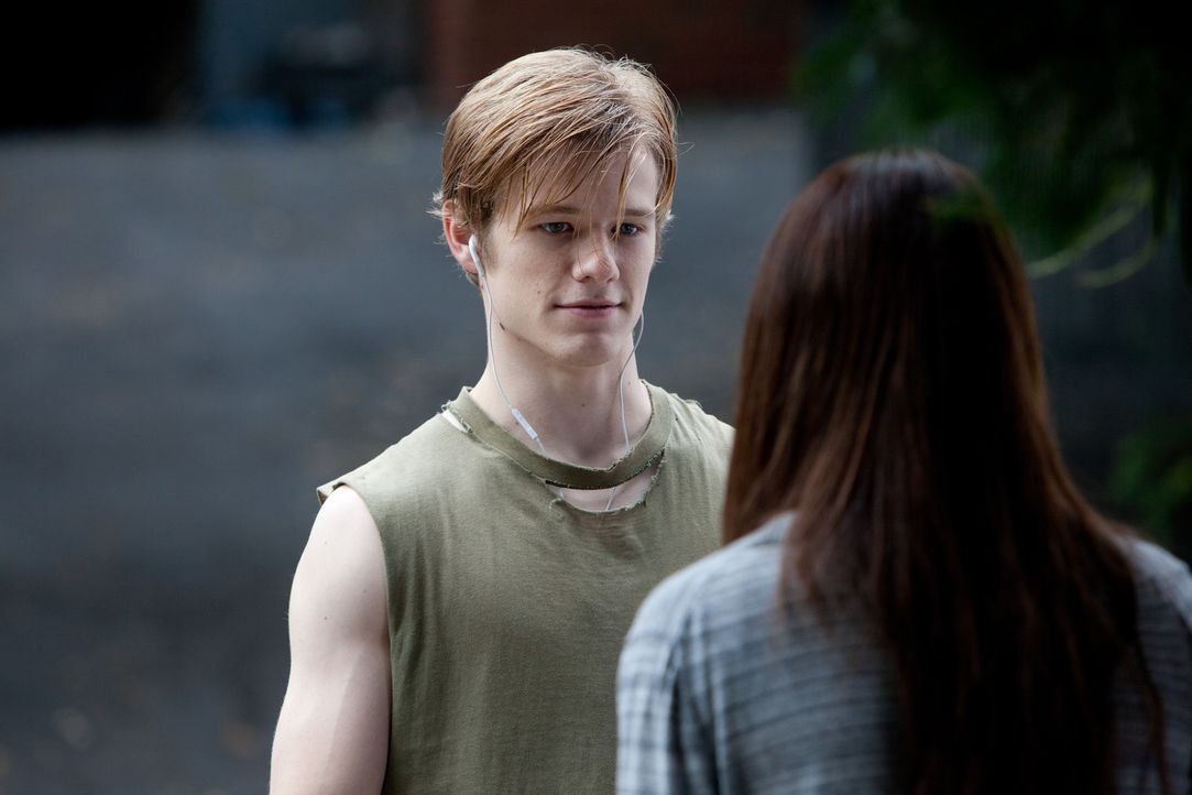 Als Scott (Lucas Till, l.) Bess (Crystal Reed, r.) kennenlernt, gerät sein Leben völlig aus den Fugen ... - Bildquelle: Squareone/Universum