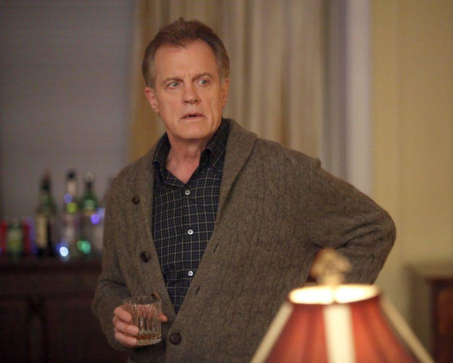 Um den Tod von Bizzy zu verkraften, greift Captain (Stephen Collins) gerne zum Whiskey ... - Bildquelle: ABC Studios