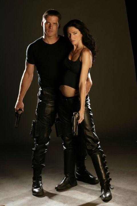 Das Glück scheint perfekt: John Crichton (Ben Browder, l.) und Aeryn Sun (Claudia Black, r.) haben sich ineinander verliebt, und nun erwartet Aeryn... - Bildquelle: Hallmark Entertainment