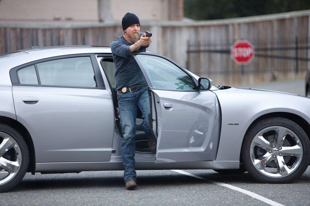 Agent Cooper (Barry Pepper) kommt mal wieder zu spät ... - Bildquelle: TOBIS FILM
