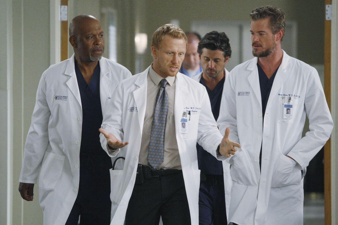Werden mit neuen Problemen konfrontiert: Richard (James Pickens Jr., l.), Owen (Kevin McKidd, 2.v.l.), Derek (Patrick Dempsey, 2.v.r.) und Mark (Eri... - Bildquelle: ABC Studios