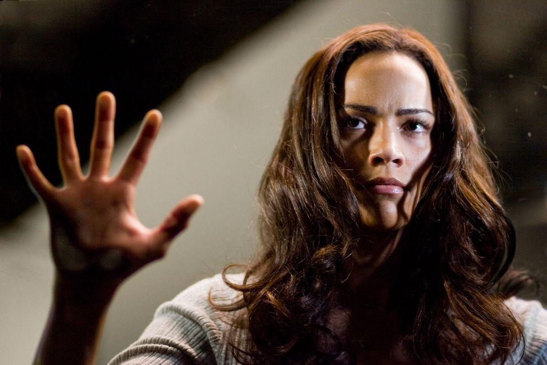 Noch kann Amy (Paula Patton) ihrem Ben nicht glauben, dass hinter den Spiegeln das Böse schlummern soll. Doch schon bald wird sie eines Besseren be... - Bildquelle: 2007 Regency Enterprises, New Regency Pictures